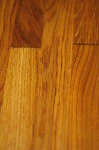 dębowa deska pokryta olejem